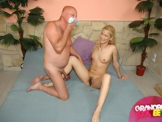 Sexy blondine chick fucking with old hard dick